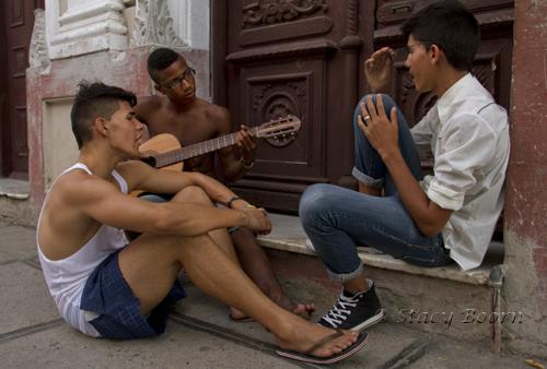 Boys singing in Cienfuegos